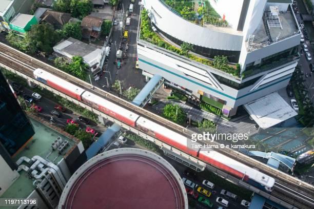 city train running in bangkok of thailand - バンコク・スカイトレイン ストックフォトと画像