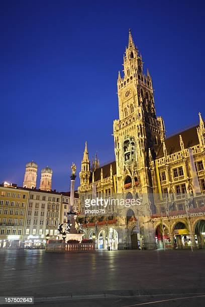 city view of munich marienplatz - new town hall munich stock pictures, royalty-free photos & images