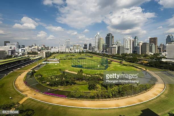 city view of ratchadamri road views over the royal bangkok sports club - ラチャダムリ通り ストックフォトと画像