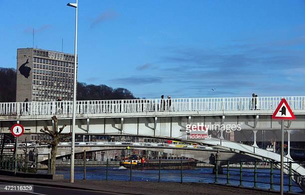 リエージュ街の眺め、 - 待避所標識 ストックフォトと画像
