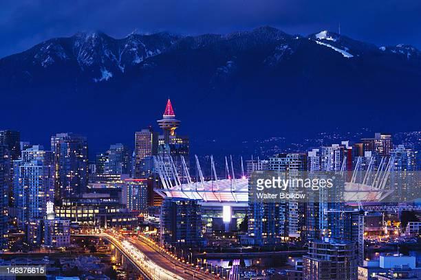 city view with bc place stadium - bcプレイス・スタジアム ストックフォトと画像