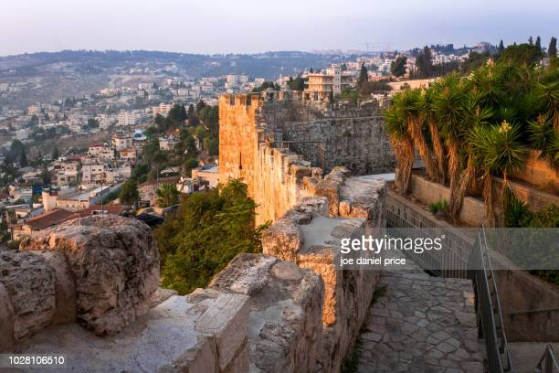 city walls, jerusalem, israel - jerusalem stock pictures, royalty-free photos & images