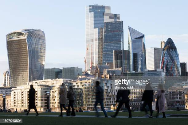 city workers against london skyline - building exterior stock pictures, royalty-free photos & images
