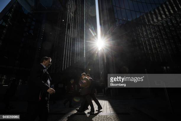 City workers pass The Willis Building in London UK on Friday April 20 2018 Foreign investors are less worried about the impact of Britain's exit from...