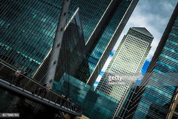 city workers walking across bridge at canary wharf, london, uk - canary wharf stock photos and pictures
