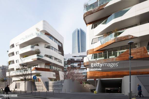 citylife milan residential buildings disigned by architect zaha hadid - vita cittadina foto e immagini stock
