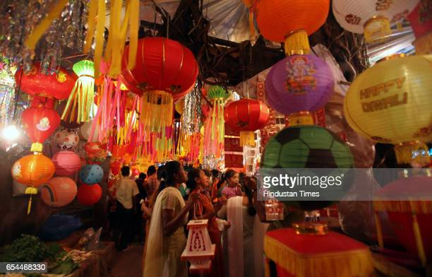Citylight market in Matunga flooded with buyers for purchasing lanterns for Diwali