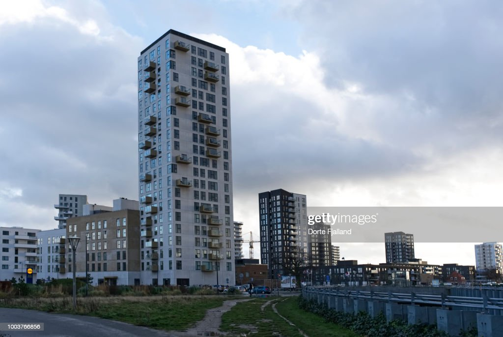 Cityscape against a clouded sky : Foto de stock