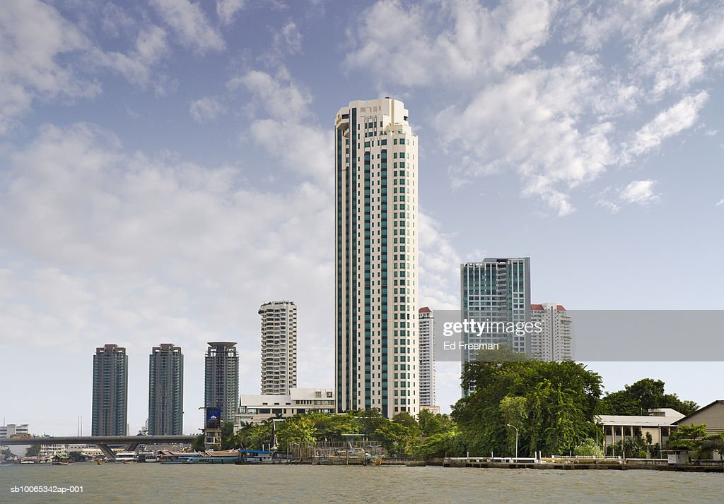 Cityscape along Chao Praya river : Foto stock