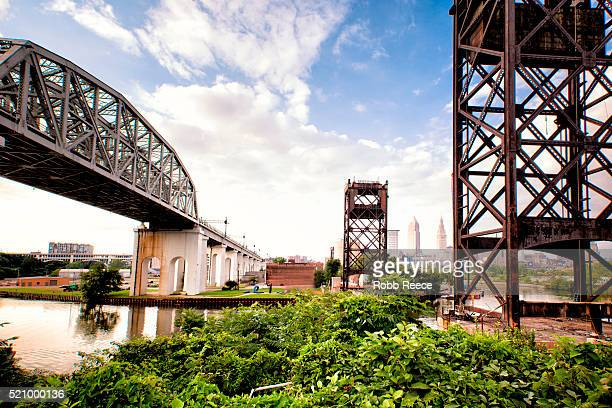 cityscape and bridges on ohio river, cincinnati, ohio, usa - robb reece stockfoto's en -beelden