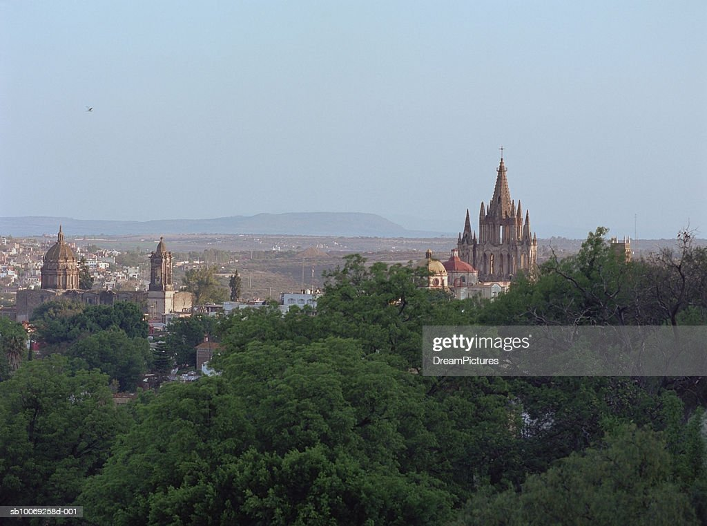 Cityscape and trees, San Miguel de Allende, Mexico : Stockfoto