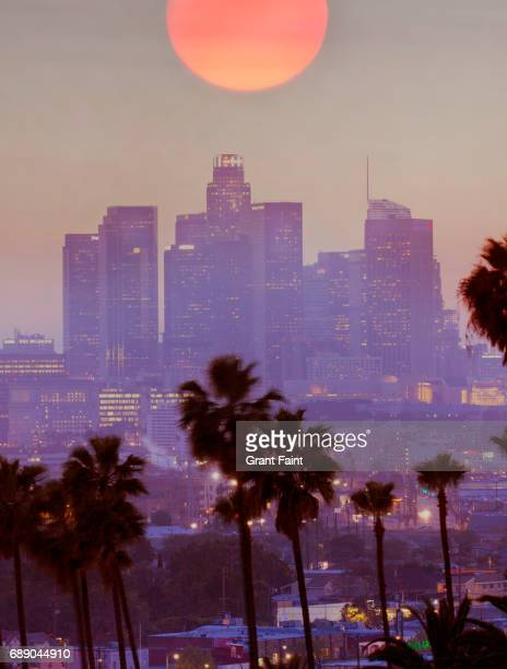 cityscape at dusk. - de stad los angeles stockfoto's en -beelden