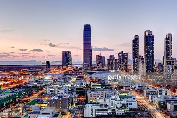 cityscape at night - seoul stock-fotos und bilder