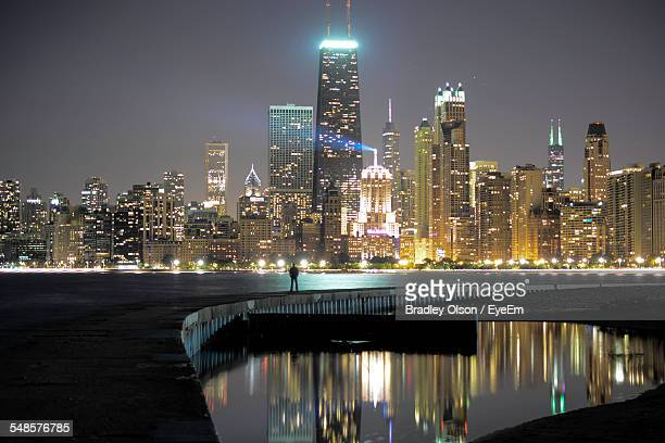 cityscape at night - north avenue beach stock pictures, royalty-free photos & images