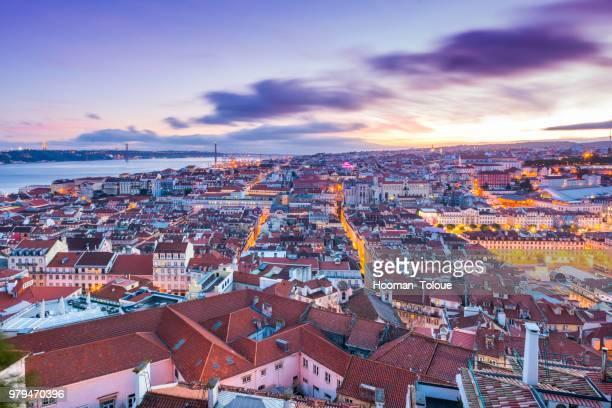 cityscape at sunset, lisbon, portugal - lisboa fotografías e imágenes de stock
