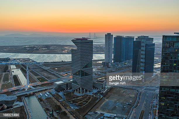 cityscape by sunset - songdo ibd stock pictures, royalty-free photos & images