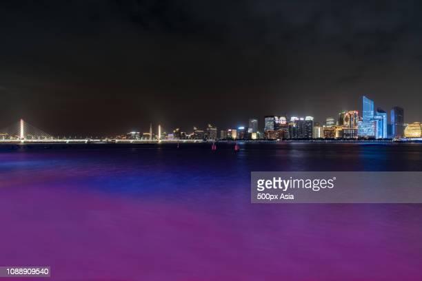 cityscape in hangzhou, zhejiang, china - image photos et images de collection