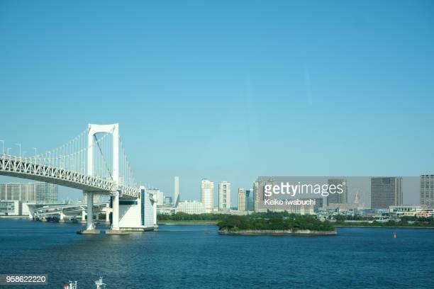 cityscape in odaiba, tokyo, japan - 湾 ストックフォトと画像