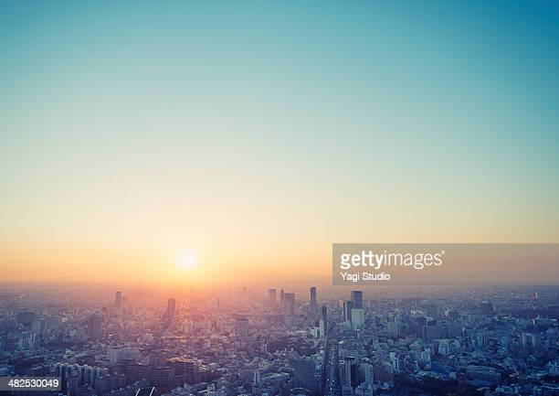 cityscape in tokyo at sunset elevated view - paesaggio urbano foto e immagini stock