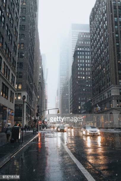 cityscape in winter, new york, usa - 縦位置 ストックフォトと画像