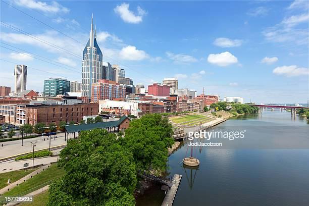 cityscape: nashville tennessee skyline daytime - tennessee stockfoto's en -beelden