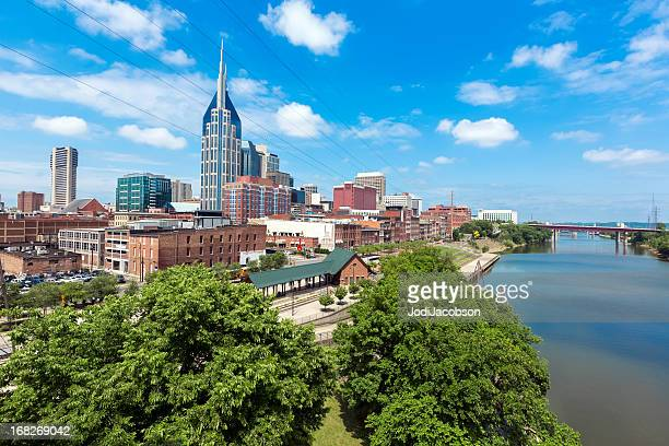 cityscape: nashville tennessee skyline daytime - nashville skyline stock pictures, royalty-free photos & images
