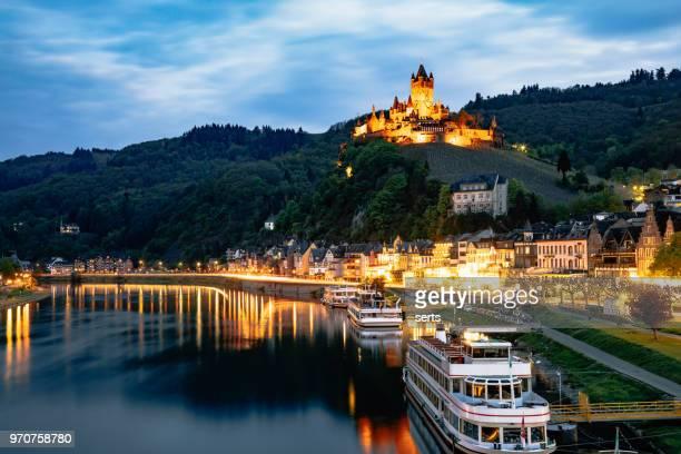 コッヘムや夜、ドイツのモーゼル川の景観 - コブレンツ ストックフォトと画像