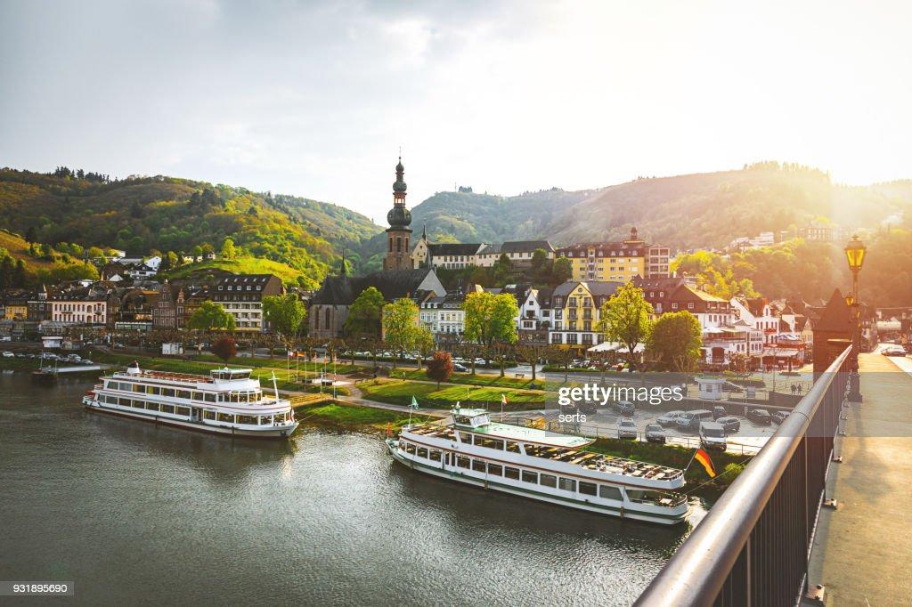Stadsgezicht van Cochem en de rivier de Moezel, Duitsland : Stockfoto