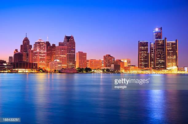 デトロイトの夕暮れの街並み
