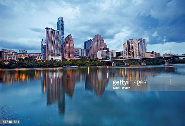 cityscape of downtown austin and colerado river - austin texas fotografías e imágenes de stock