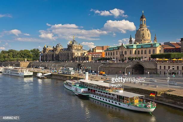 Skyline von Dresden mit Elbe