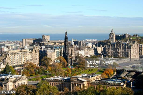 cityscape of edinburgh in scotland - gwengoat foto e immagini stock