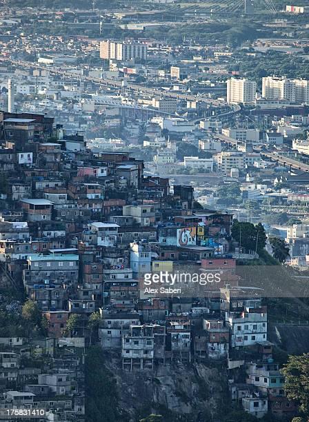 cityscape of favela santa teresa and centro. - alex saberi foto e immagini stock