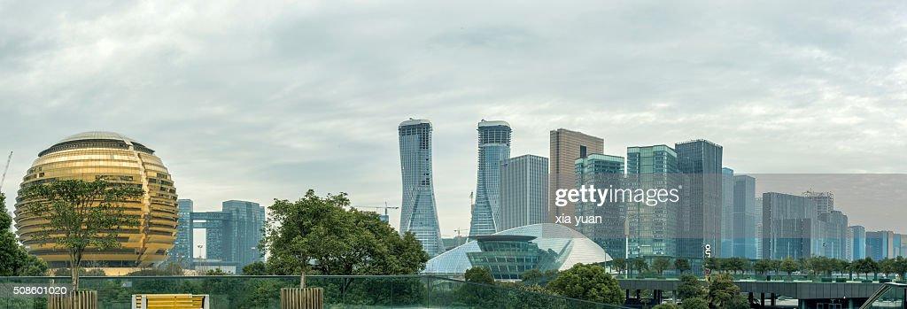 Cityscape of Hangzhou′s newly developed Qianjiang New Town business district : Foto de stock