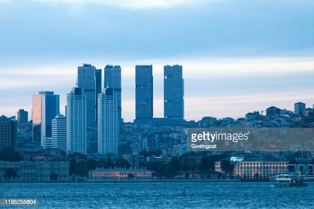 cityscape van istanboel in de schemering - gwengoat stockfoto's en -beelden