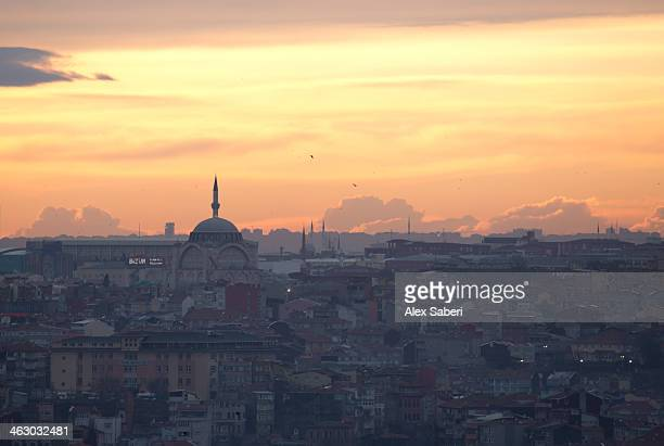 cityscape of istanbul at sunset. - alex saberi stock pictures, royalty-free photos & images