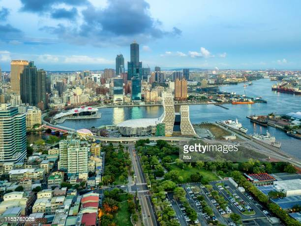 cityscape of kaohsiung at night - taiwan fotografías e imágenes de stock