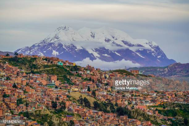 cityscape of la paz with illimani mountain rising in the background, bolivia - el alto stock pictures, royalty-free photos & images