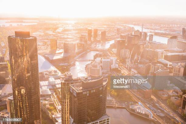 cityscape of melbourne with yarra river at sunset, victoria, australia - ヤラ川 ストックフォトと画像