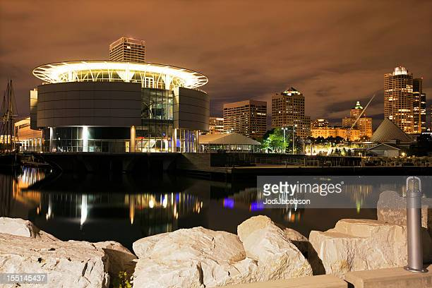 cityscape of milwaukee - milwaukee stock pictures, royalty-free photos & images