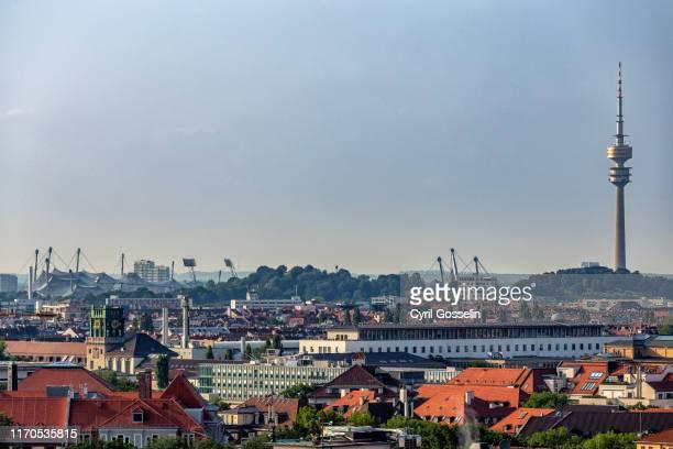 cityscape of munich - parc olympique lieu photos et images de collection