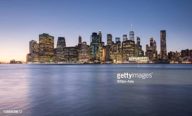 cityscape of new york at dusk, usa - image photos et images de collection