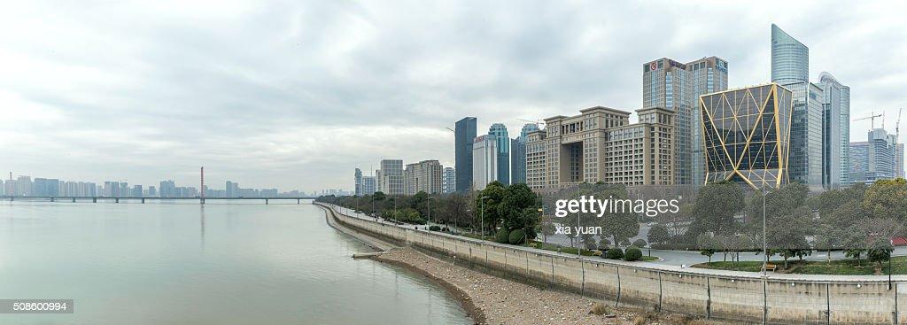 Cityscape of Qianjiang New Town CBD along the Qiantang River,Hangzhou,China : Foto de stock