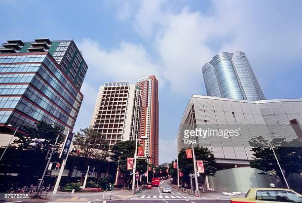 cityscape of roppongi, tokyo, japan - 六本木ヒルズ ストックフォトと画像