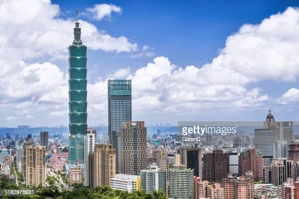 paesaggio urbano di taipei all'alba, taiwan - taipei foto e immagini stock