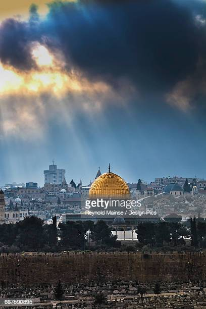 cityscape of the old city of jerusalem - dome of the rock stock pictures, royalty-free photos & images