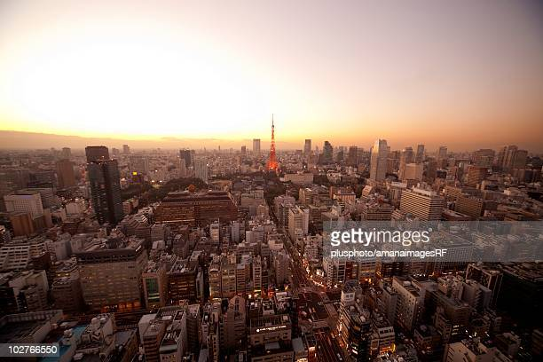 cityscape of tokyo and the tokyo tower at twilight. minato ward, tokyo prefecture, japan - plusphoto stock pictures, royalty-free photos & images