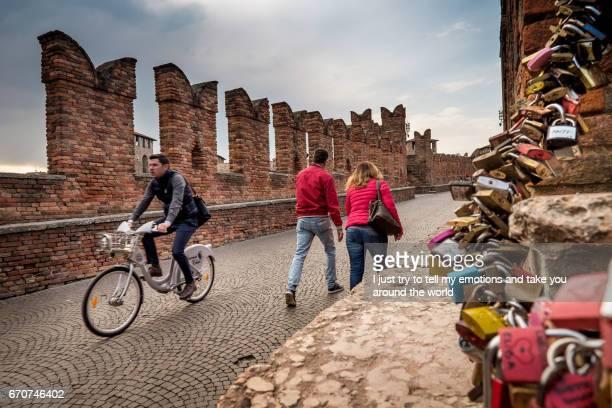 verona, italy - april 04, 2017: cityscape of verona, veneto - periodo medievale stock pictures, royalty-free photos & images