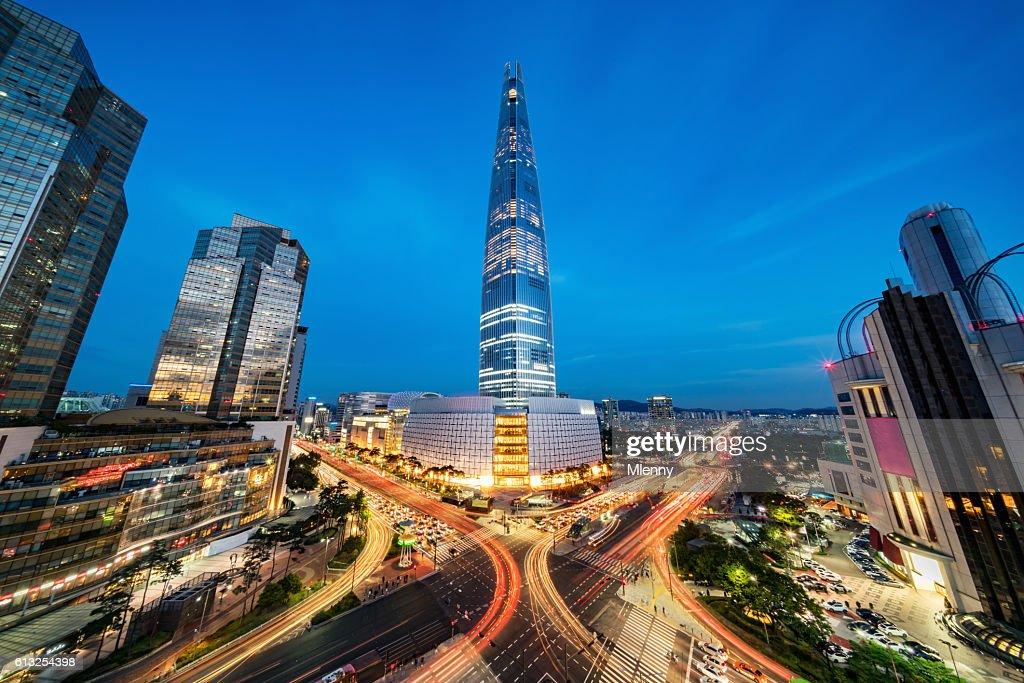 街並み松松高層ビルロッテ世界タワー・アット・ナイトソウル : ストックフォト
