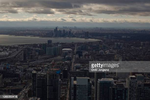 cityscape surrounding bay of water - mississauga stock pictures, royalty-free photos & images